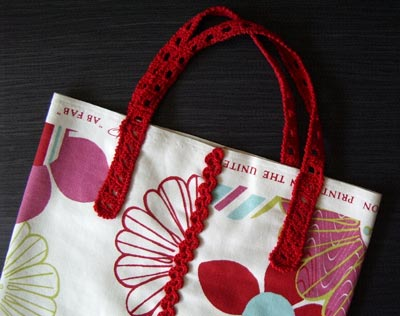 sac en tissu avec poignées crochetées